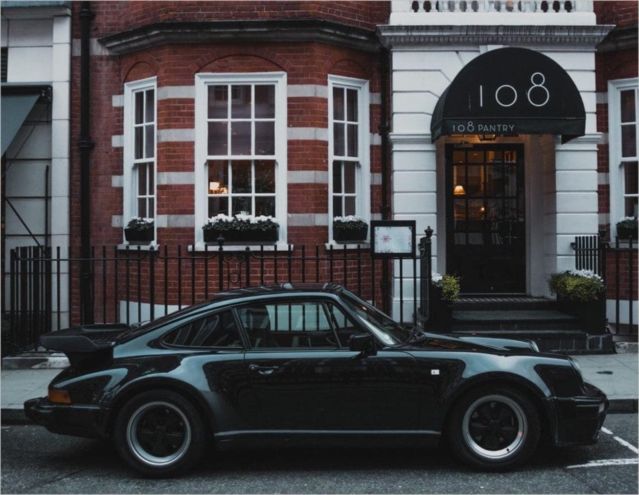 Une voiture en Angleterre