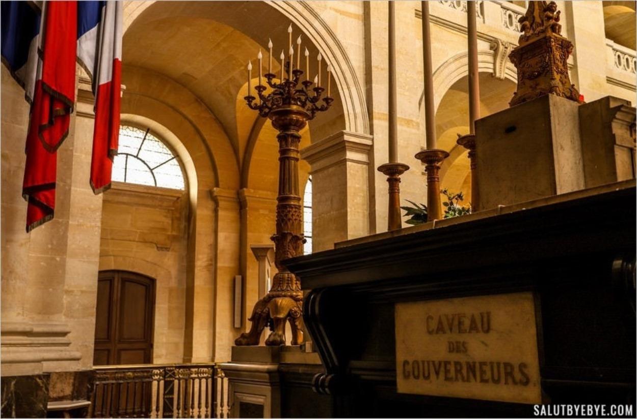Accès au caveau des gouverneurs des Invalides