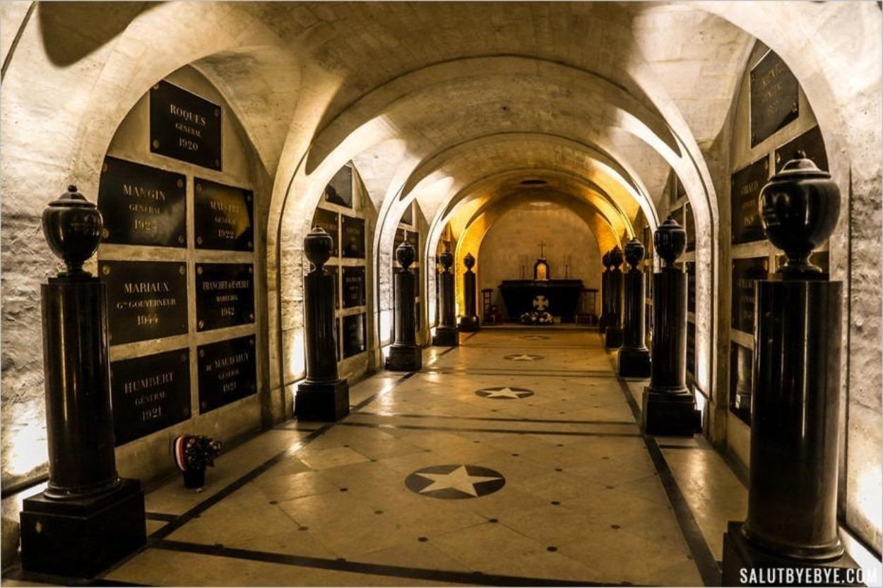 Intérieur du caveau des gouverneurs