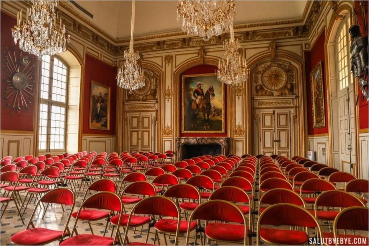 Salon aux Invalides à Paris