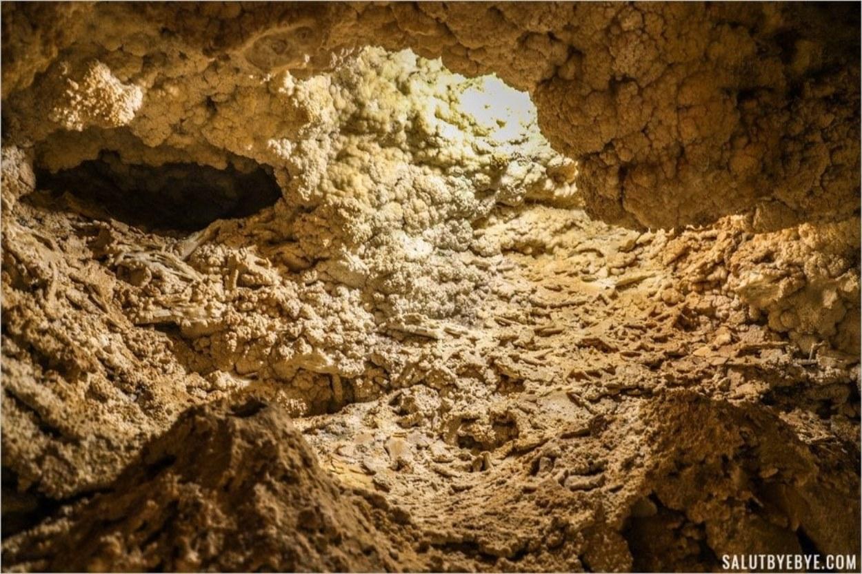 Dans la grotte de Szemlö-hegyi