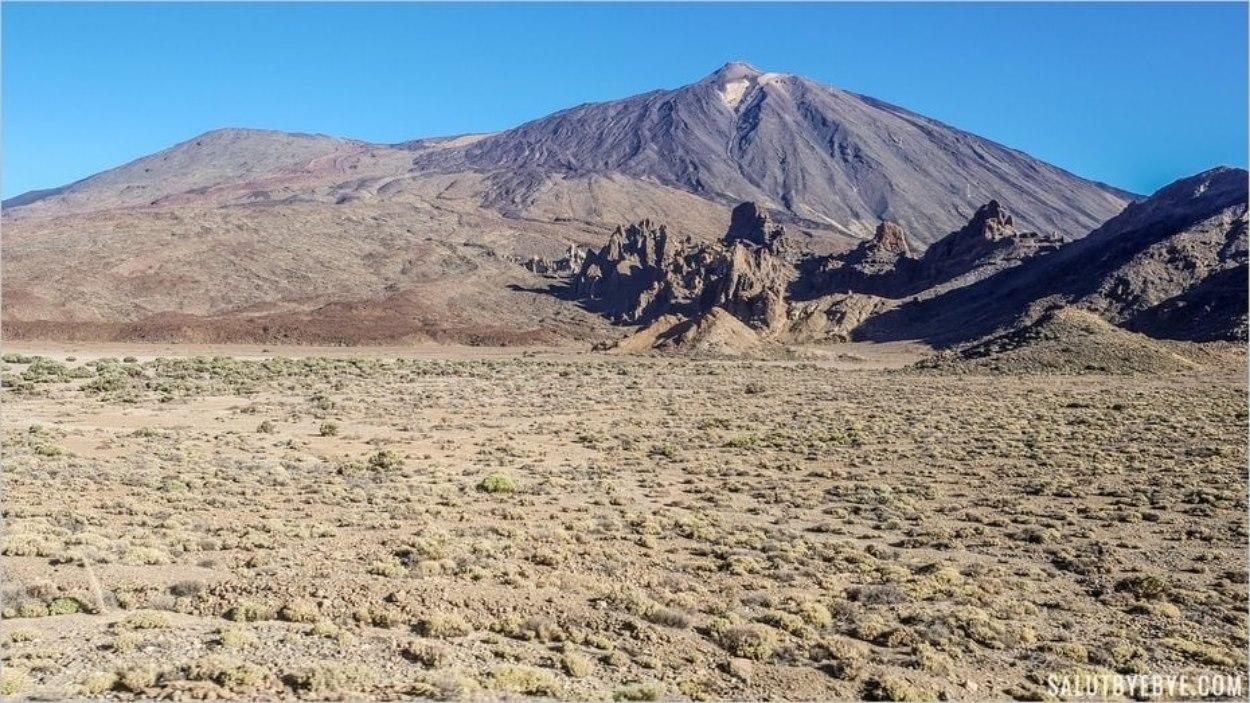 Arrivée aux Roques de Garcia avec le Teide à l'arrière-plan