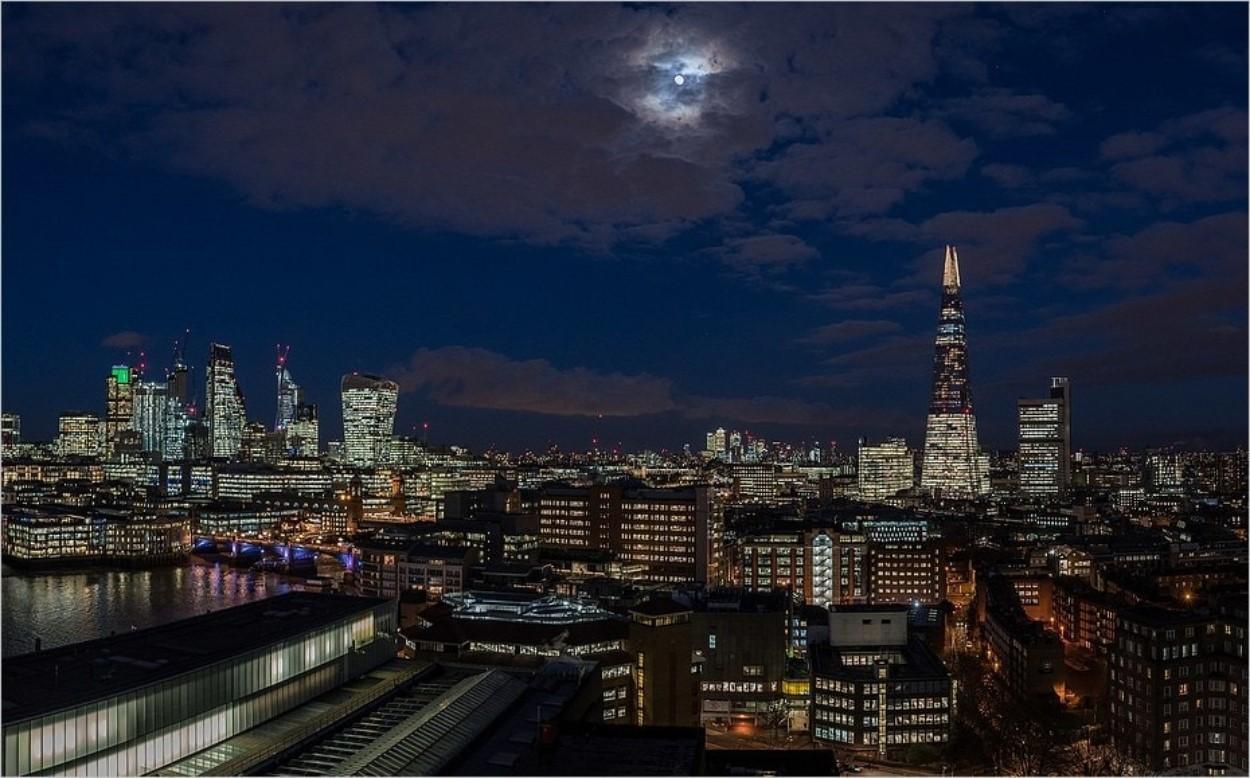 Vue depuis la terrasse du Tate Modern de nuit