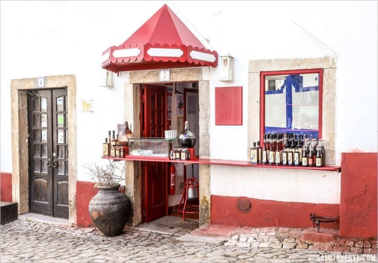 Vente de ginja à Obidos