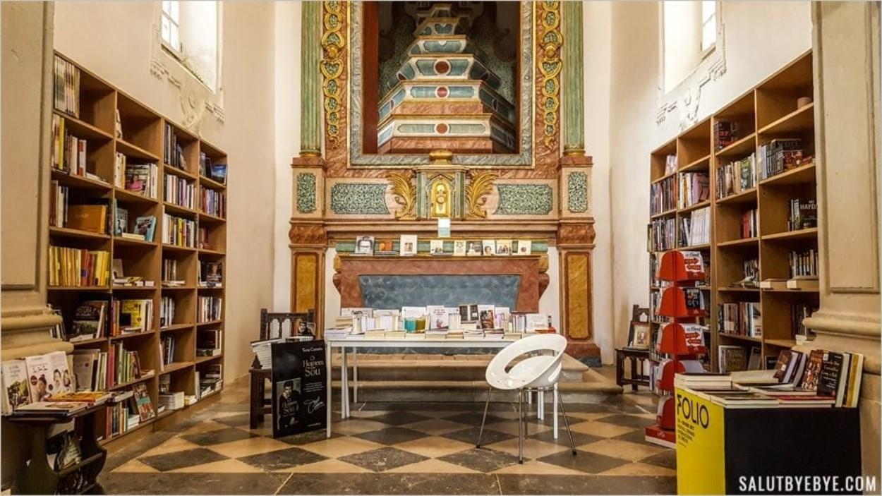 Une église transformée en librairie à Obidos