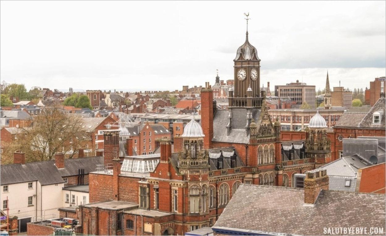 Le tribunal d'instance de York vu depuis la Clifford Tower