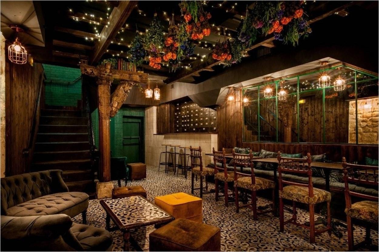 Le décor du bar Le Liquorium
