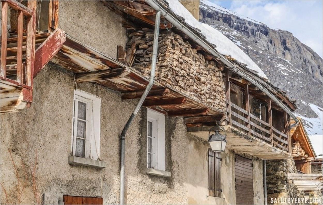 Des grebons stockés à Bonneval-sur-Arc
