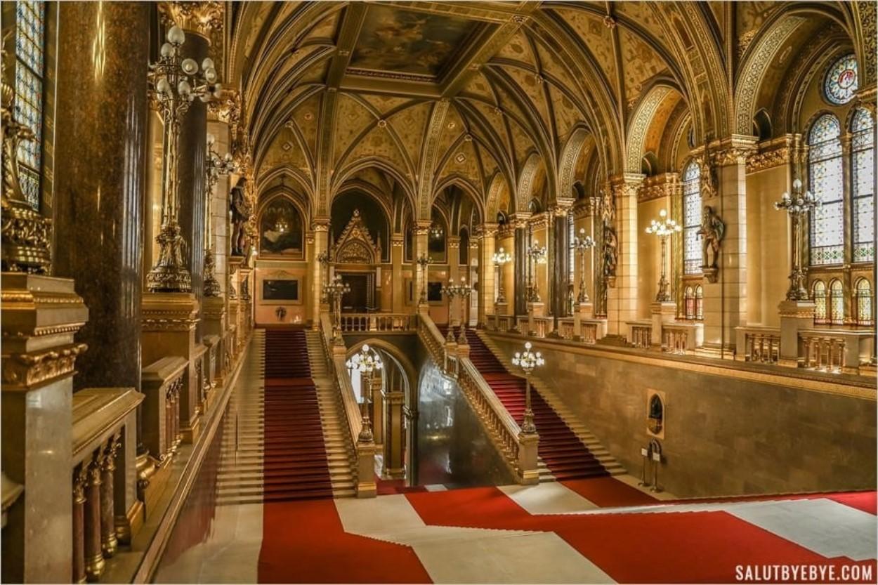 Hall d'entrée du Parlement de Budapest