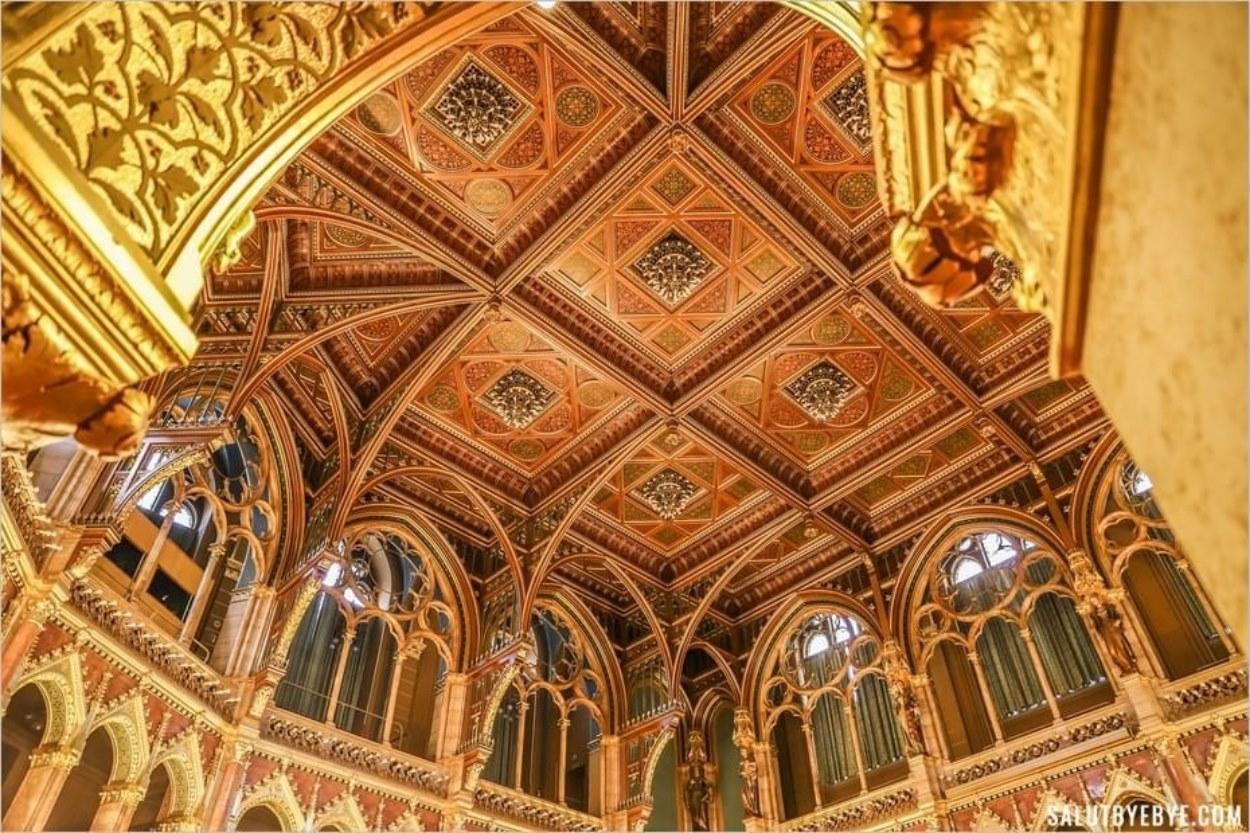 Plafond de l'hémicycle du Parlement de Budapest