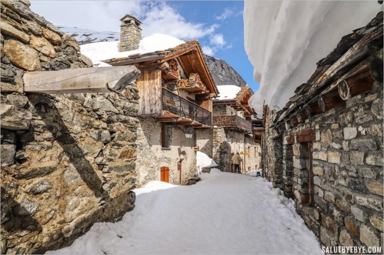 Dans les rues du vieux village de Bonneval-sur-Arc en Haute-Maurienne Vanoise