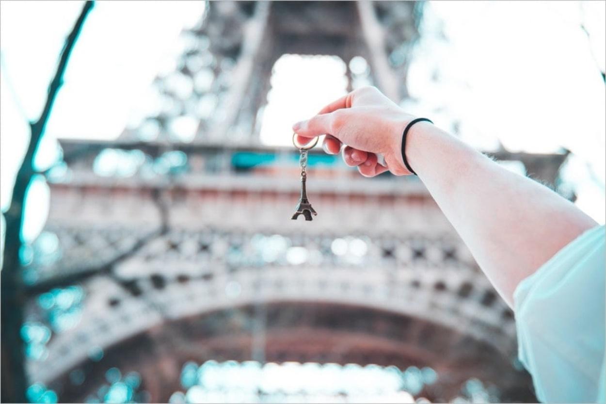 Aux abords de la Tour Eiffel