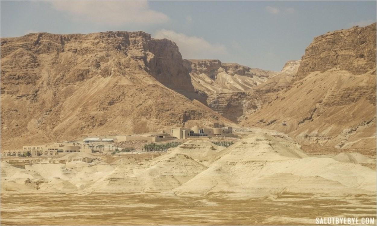 Le décor majestueux au pied du site de Massada