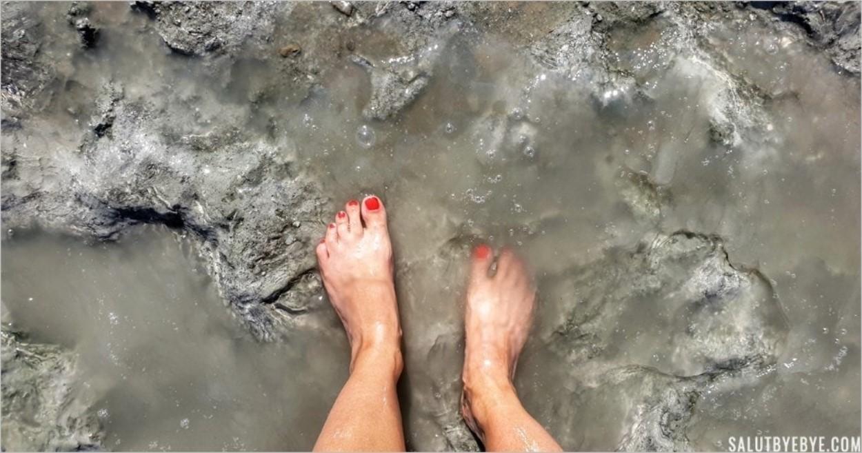 Les pieds dans la boue de la Mer Morte