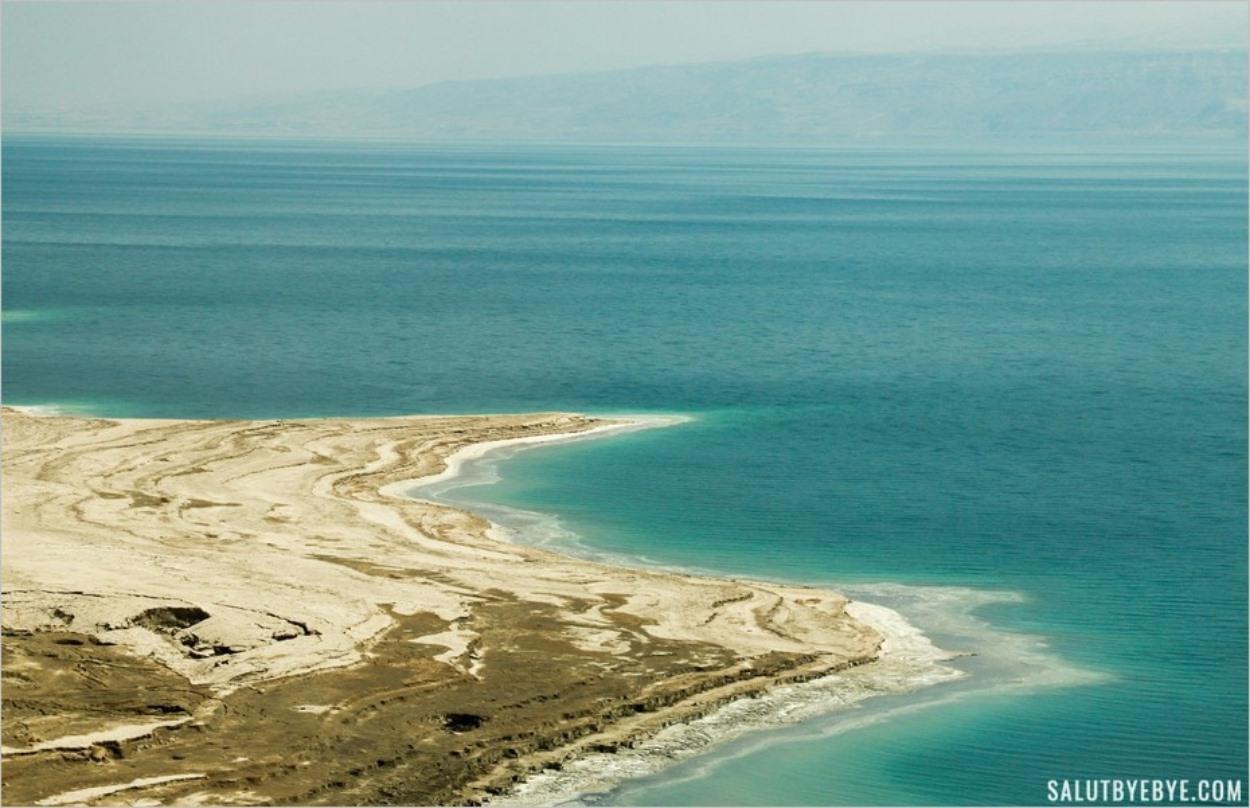 Sur la route 90 qui longe la Mer Morte en Israël