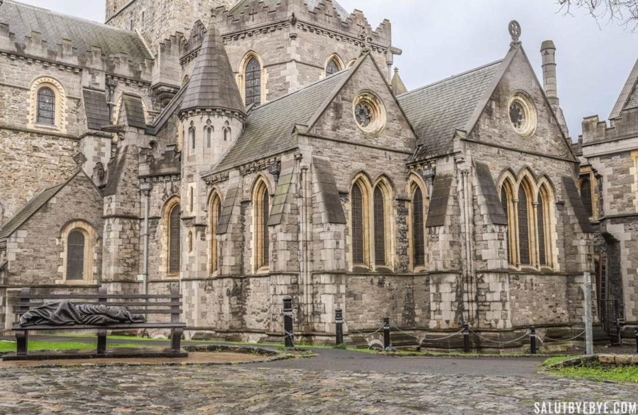 A l'extérieur de la cathédrale de Christ Church à Dublin
