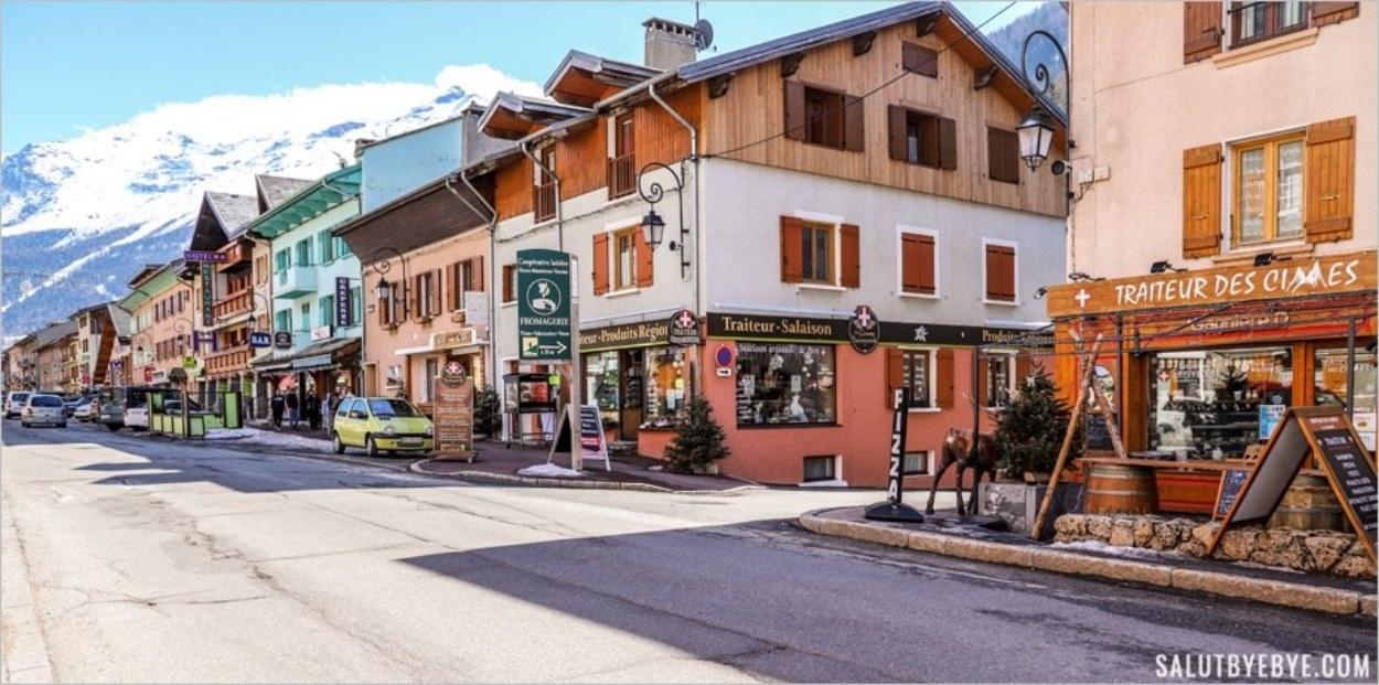 La rue principale de Lanslebourg à Val Cenis