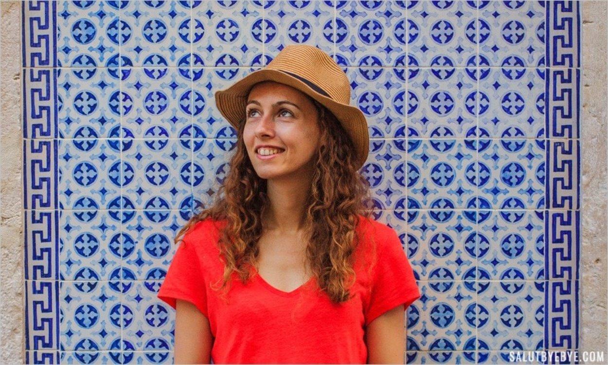 Portrait sur fond d'azulejos