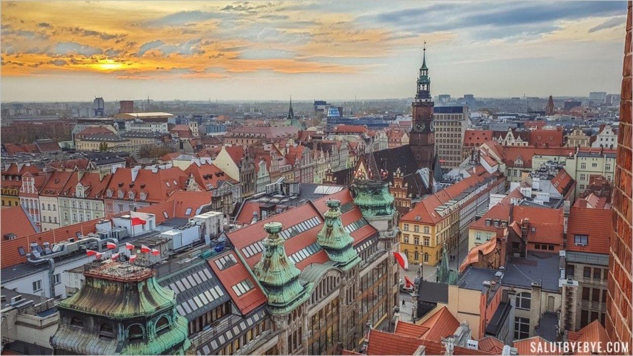 Vue aérienne du centre historique de Wroclaw depuis l'église Sainte Marie Madeleine