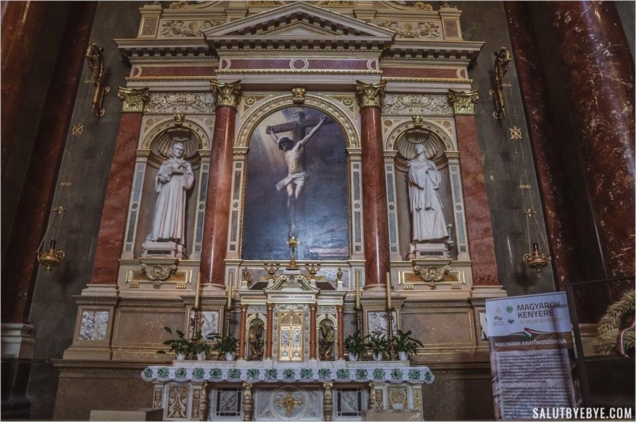 L'un des autels de la basilique Saint-Etienne