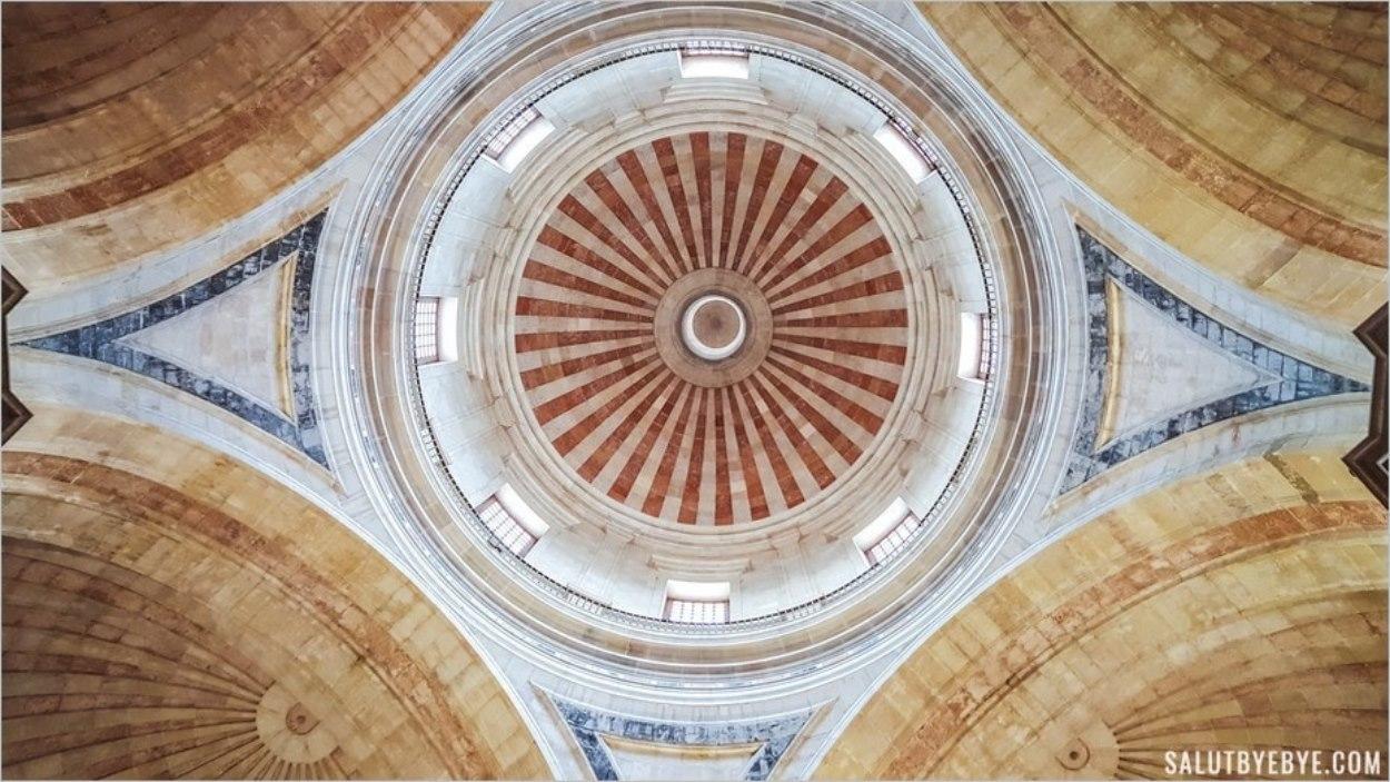 Le plafond du Panthéon national