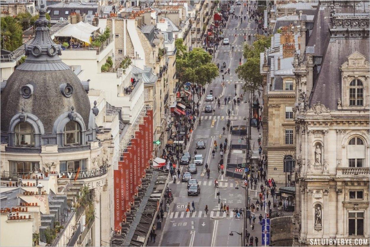 La rue de Rivoli et le BHV