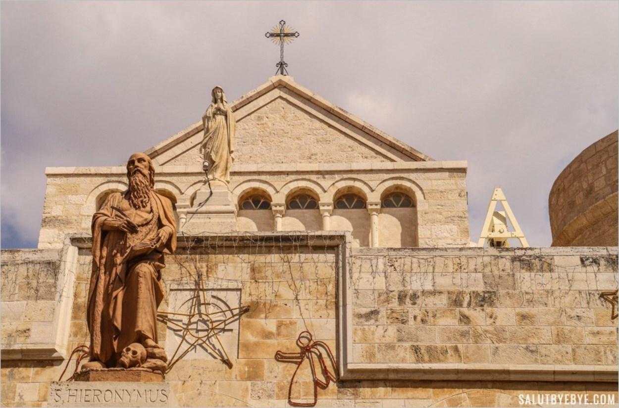 Entrée de l'église Sainte-Catherine à Bethléem