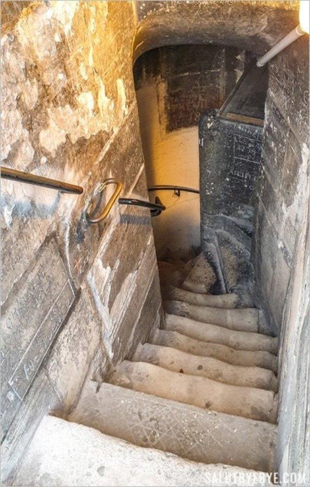 En haut de l'escalier de la Tour Saint Jacques