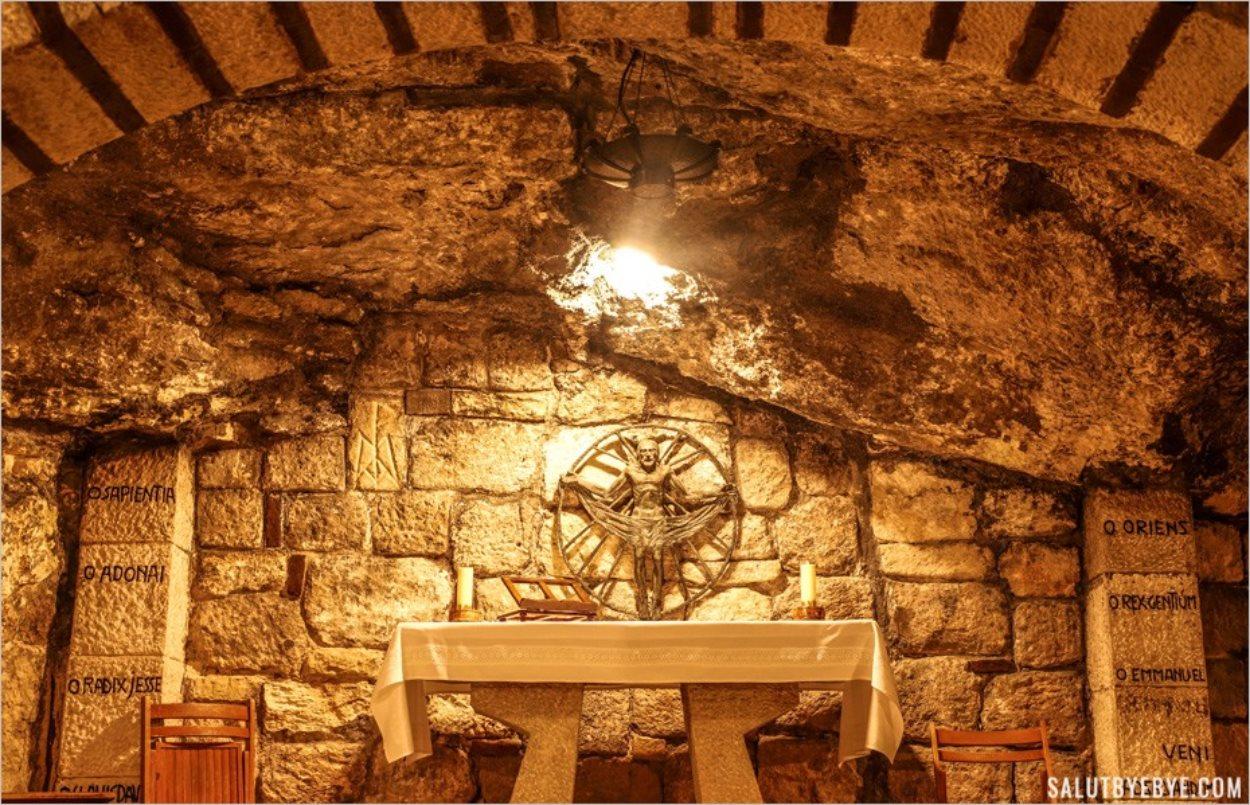A l'intérieur des grottes sous le sanctuaire de la Nativité