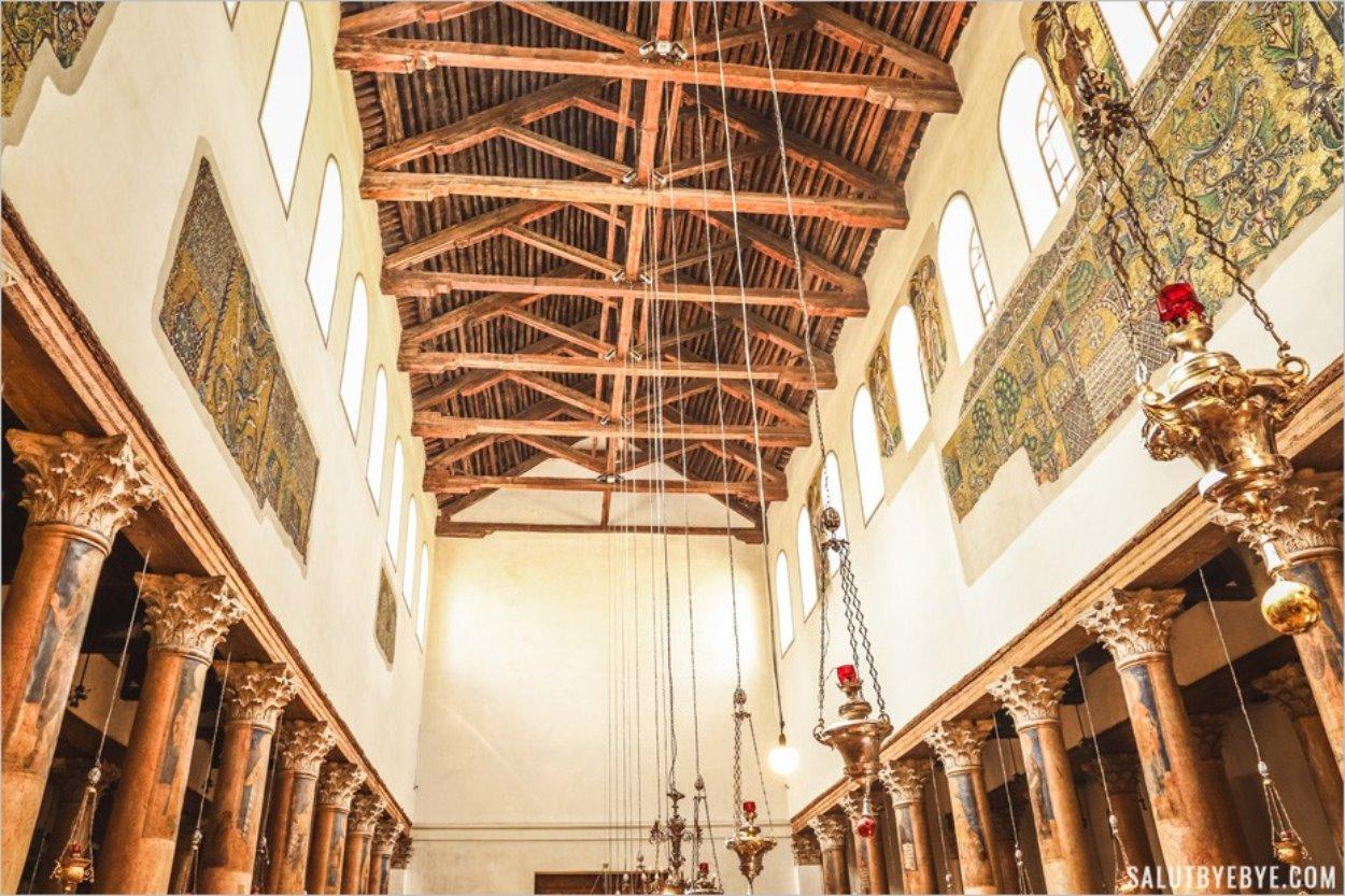 Intérieur de l'église de la Nativité à Bethléem