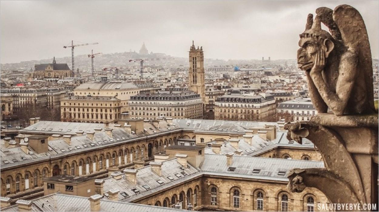 La Tour Saint Jacques photographiée depuis Notre Dame de Paris