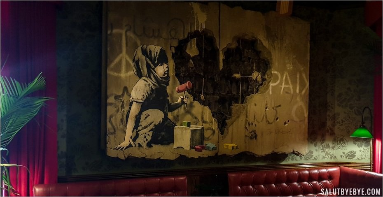 Décoration du Walled Off Hotel de Banksy à Bethléem