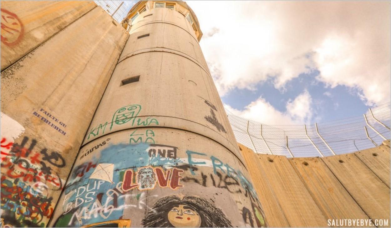 Le Walled Off Hotel de Banksy et le mur entre Israël et Palestine