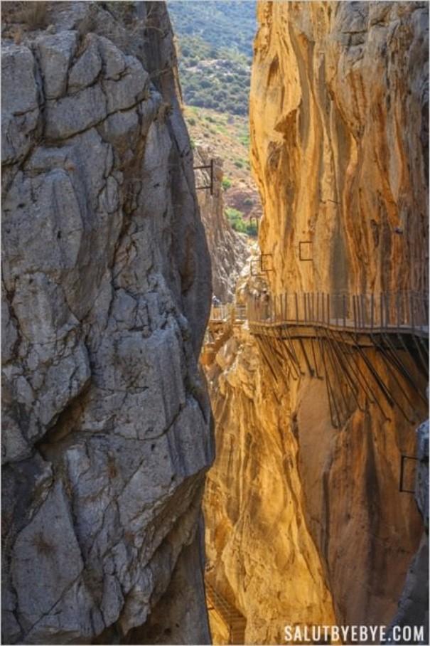 Les conditions périlleuses de construction du Caminito del Rey