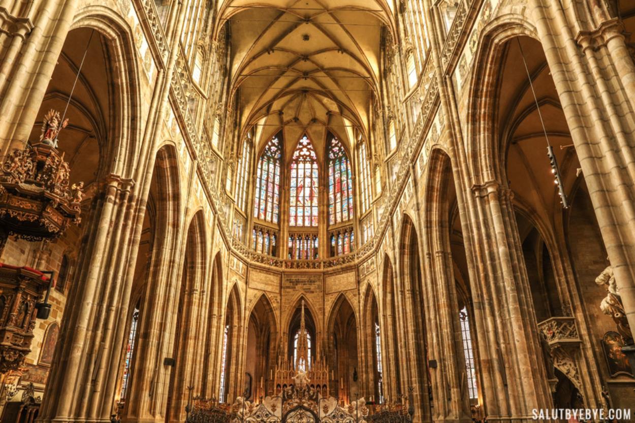 Intérieur de la cathédrale Saint Guy au château de Prague