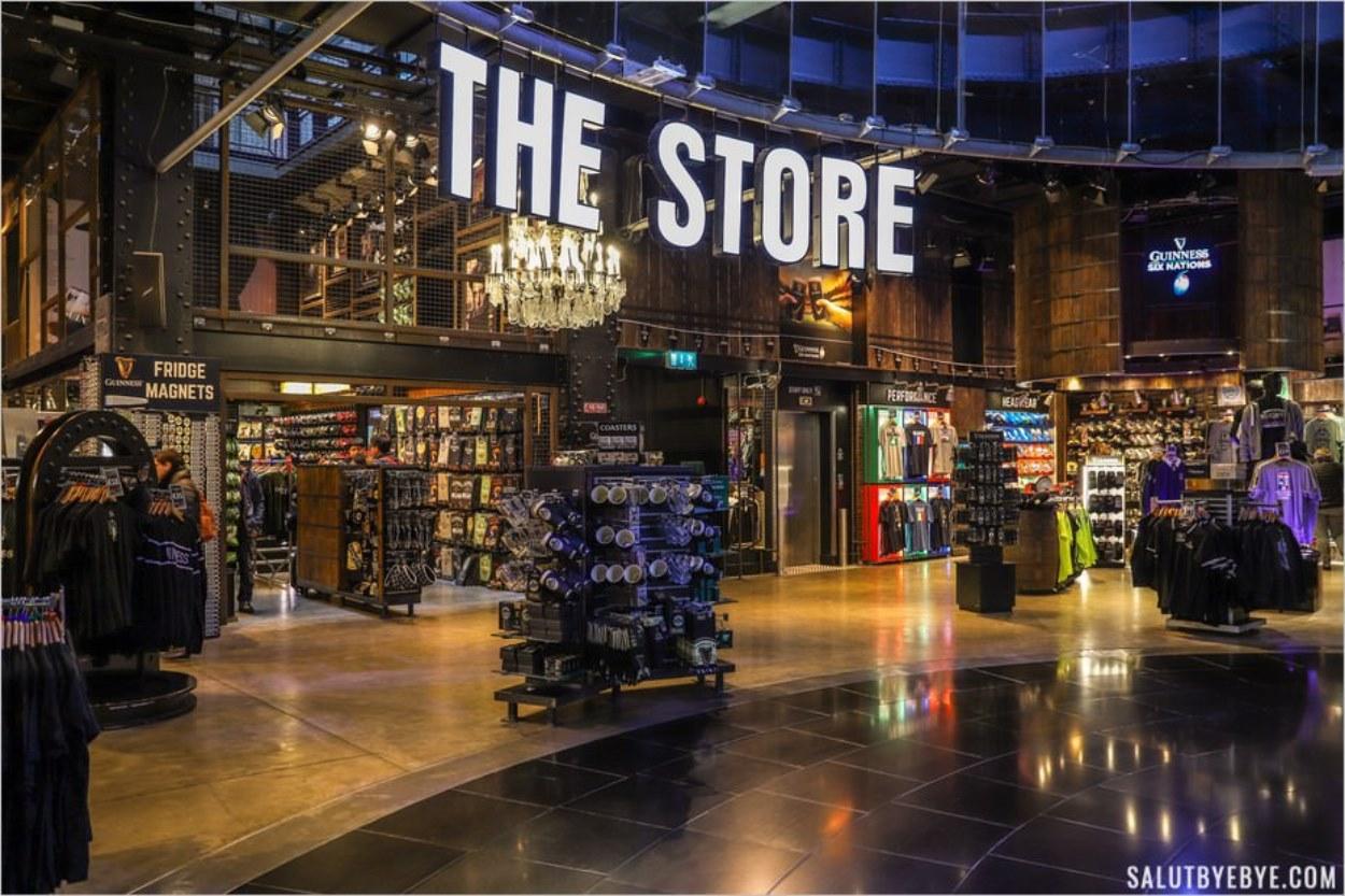 La boutique de la Guinness Storehouse à Dublin