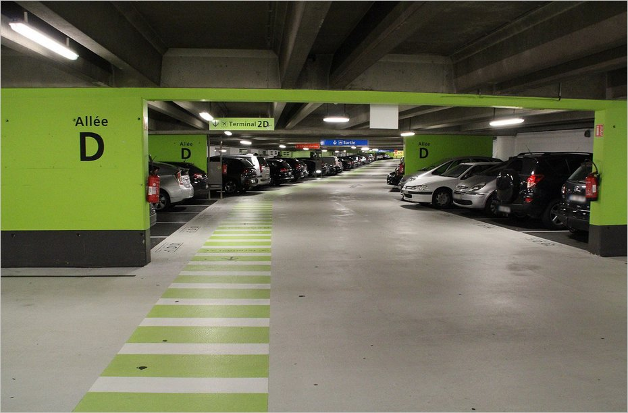Parking au terminal 2 de l'aéroport de Roissy