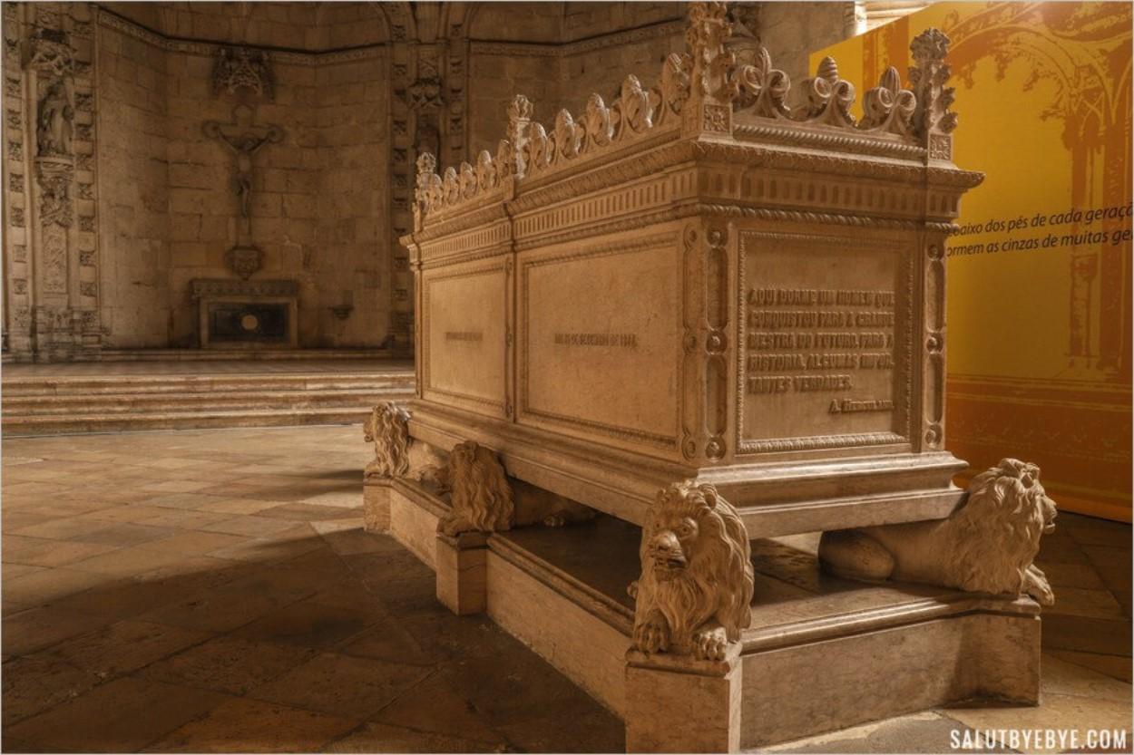 Détail de l'architecture du tombeau d'Alexandre Herculano