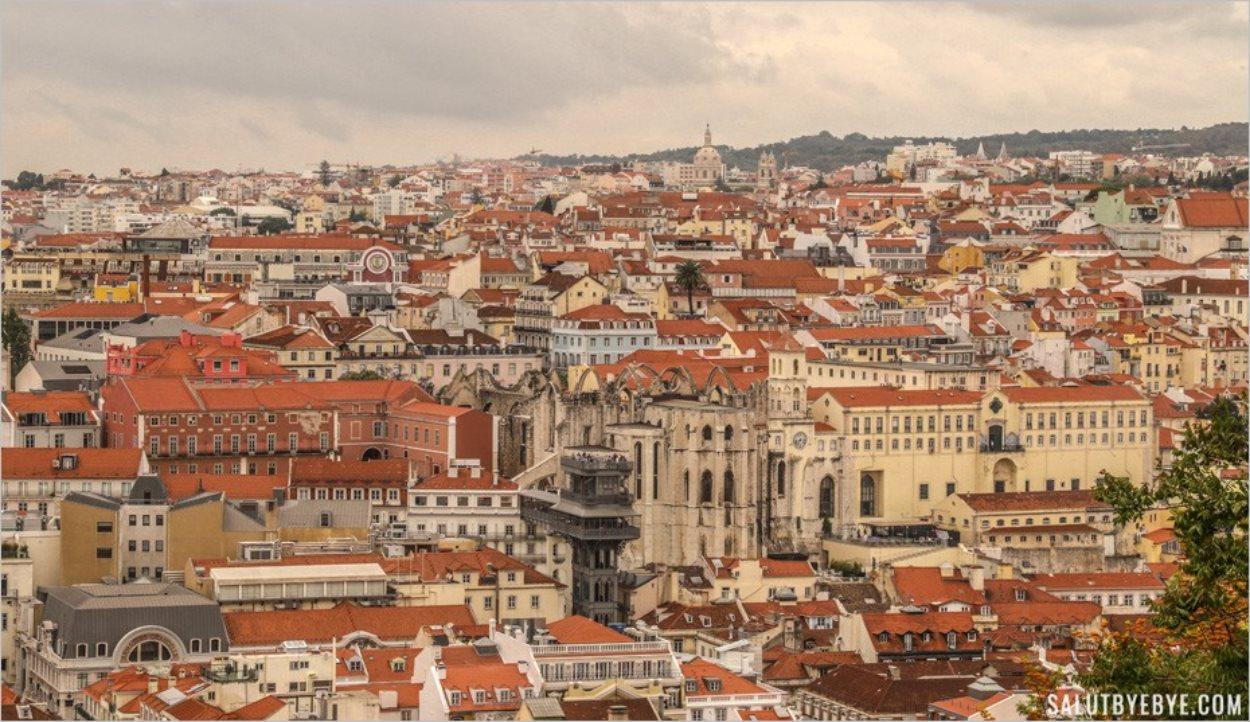 Ascenseur de Santa Justa vu depuis le château Sao Jorge de Lisbonne