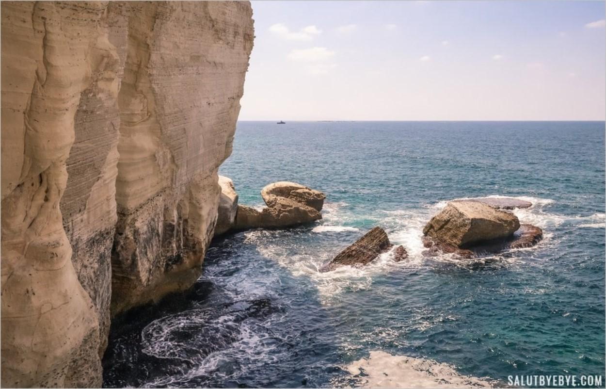 La côte aux abords des grottes de Rosh Hanikra