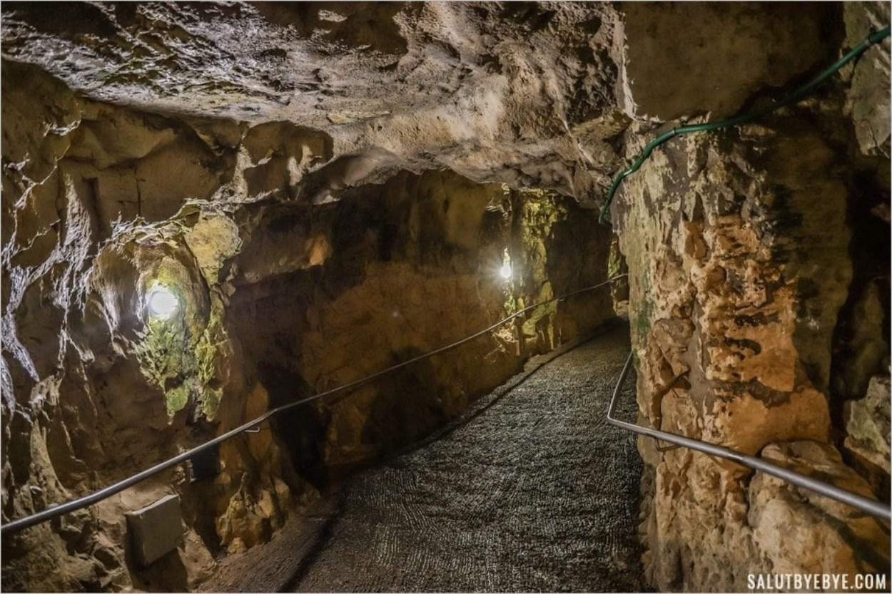 Intérieur des grottes de Rosh Hanikra au nord d'Israël