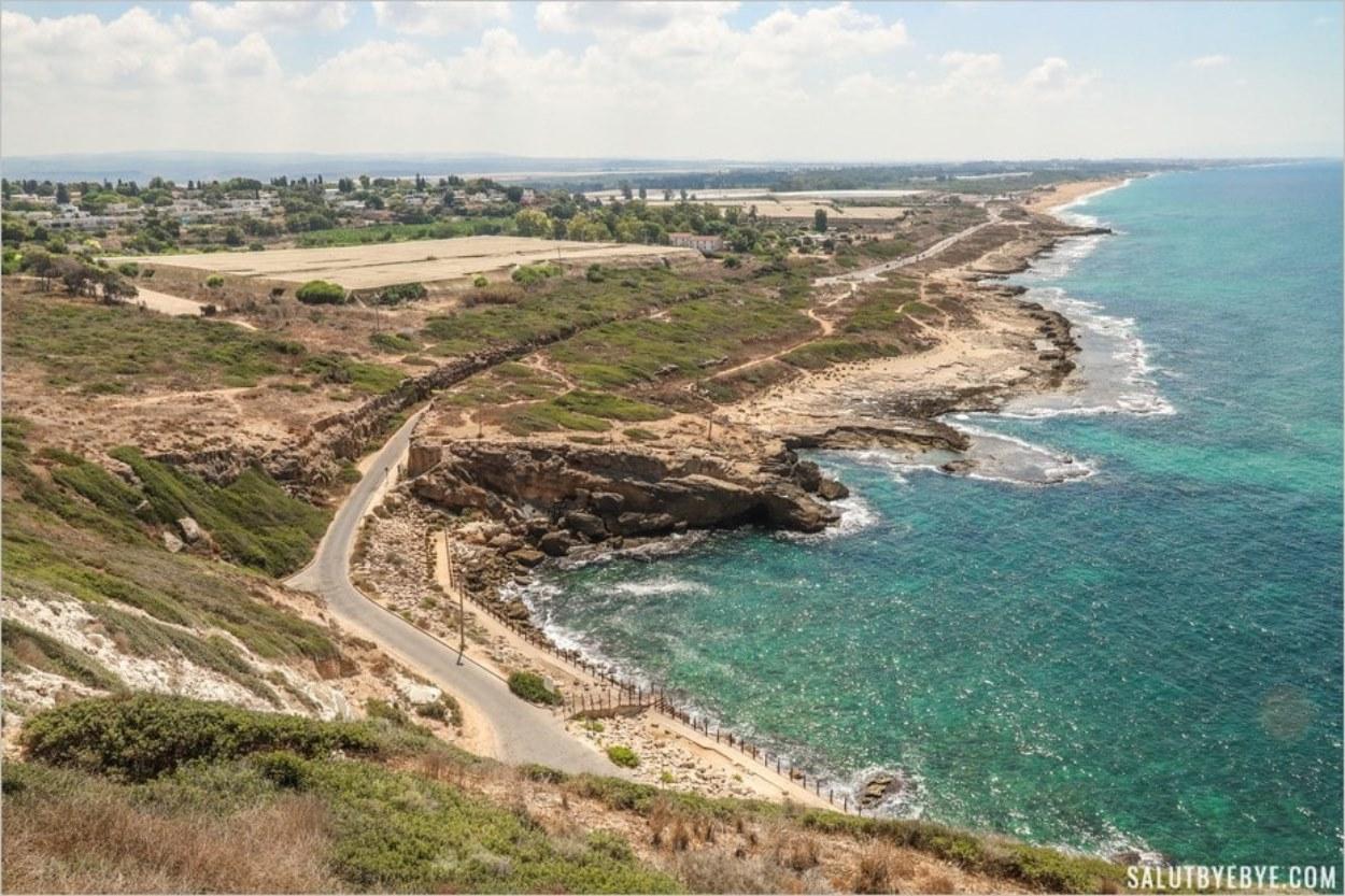 Vue sur la côte et le kibboutz Rosh Hanikra