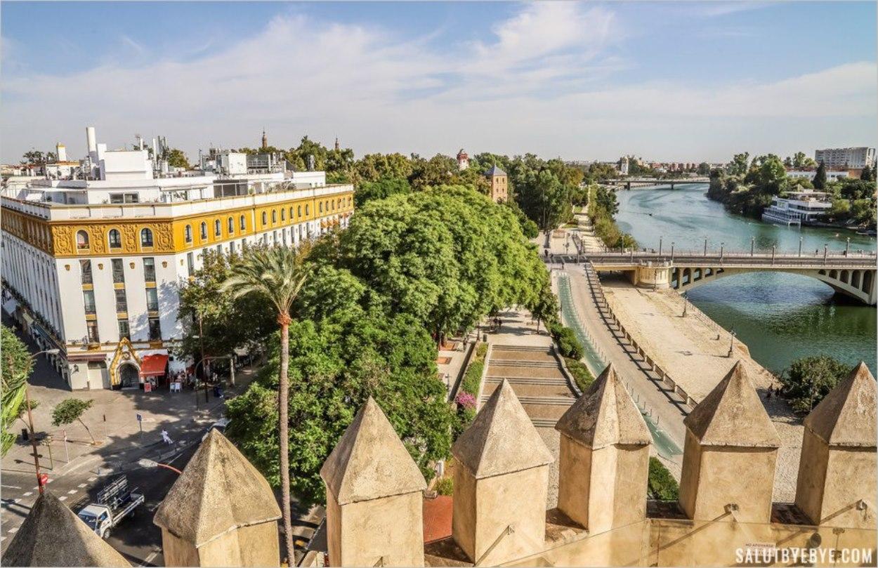 Les créneaux de la Tour de l'Or de Séville