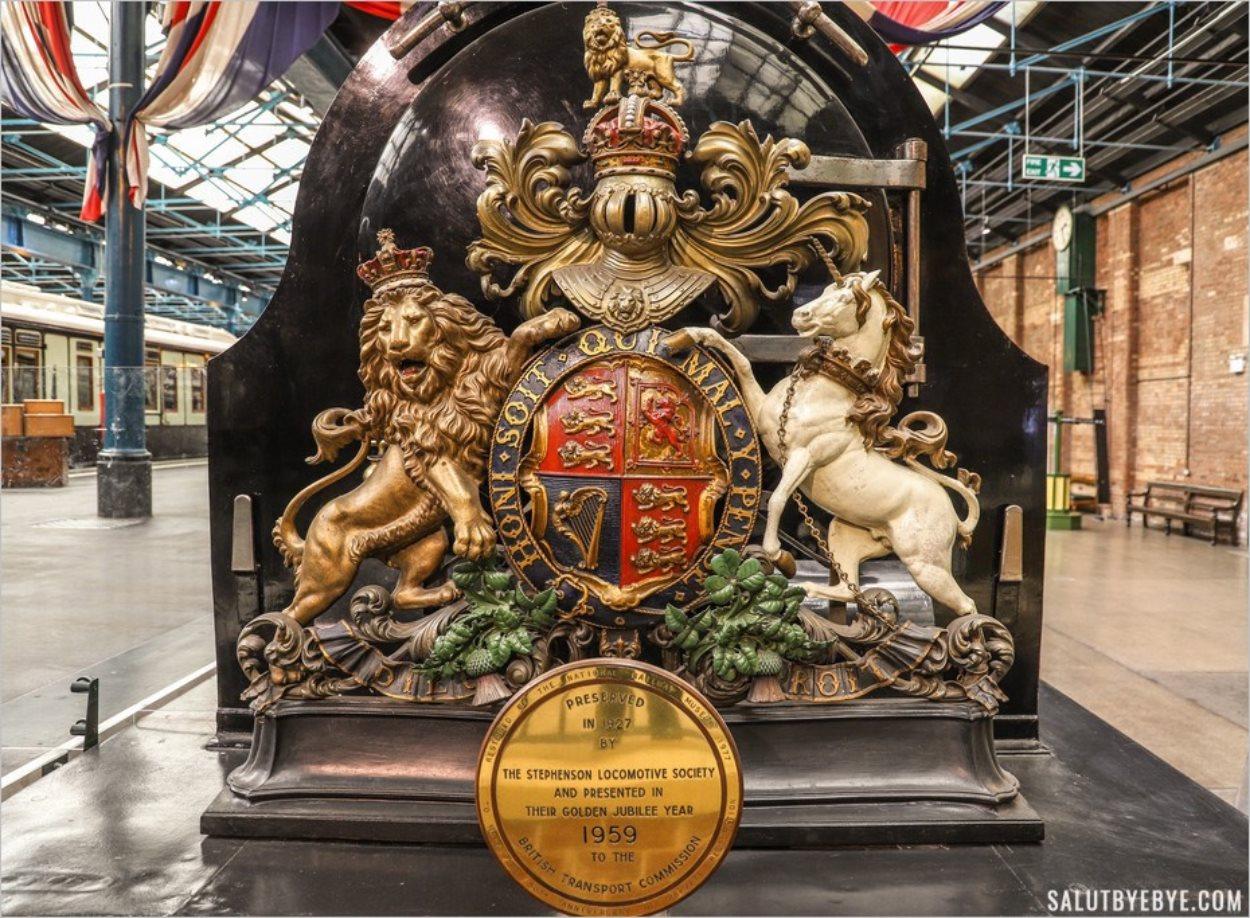 L'avant d'une superbe locomotive du musée des trains