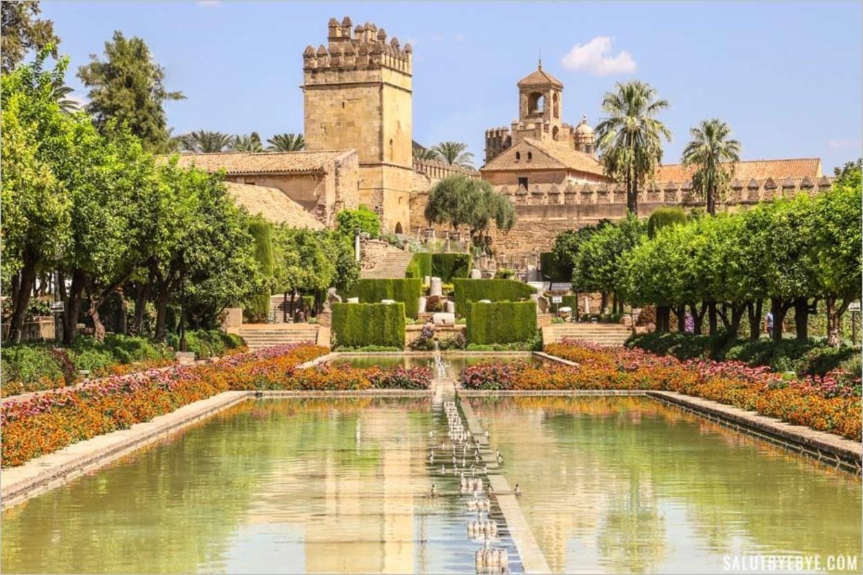 Vue sur l'Alcazar de Cordoue depuis les jardins