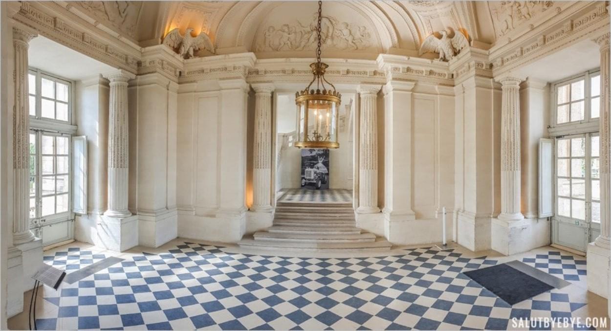 Vestibule d'honneur du château de Maisons-Laffitte