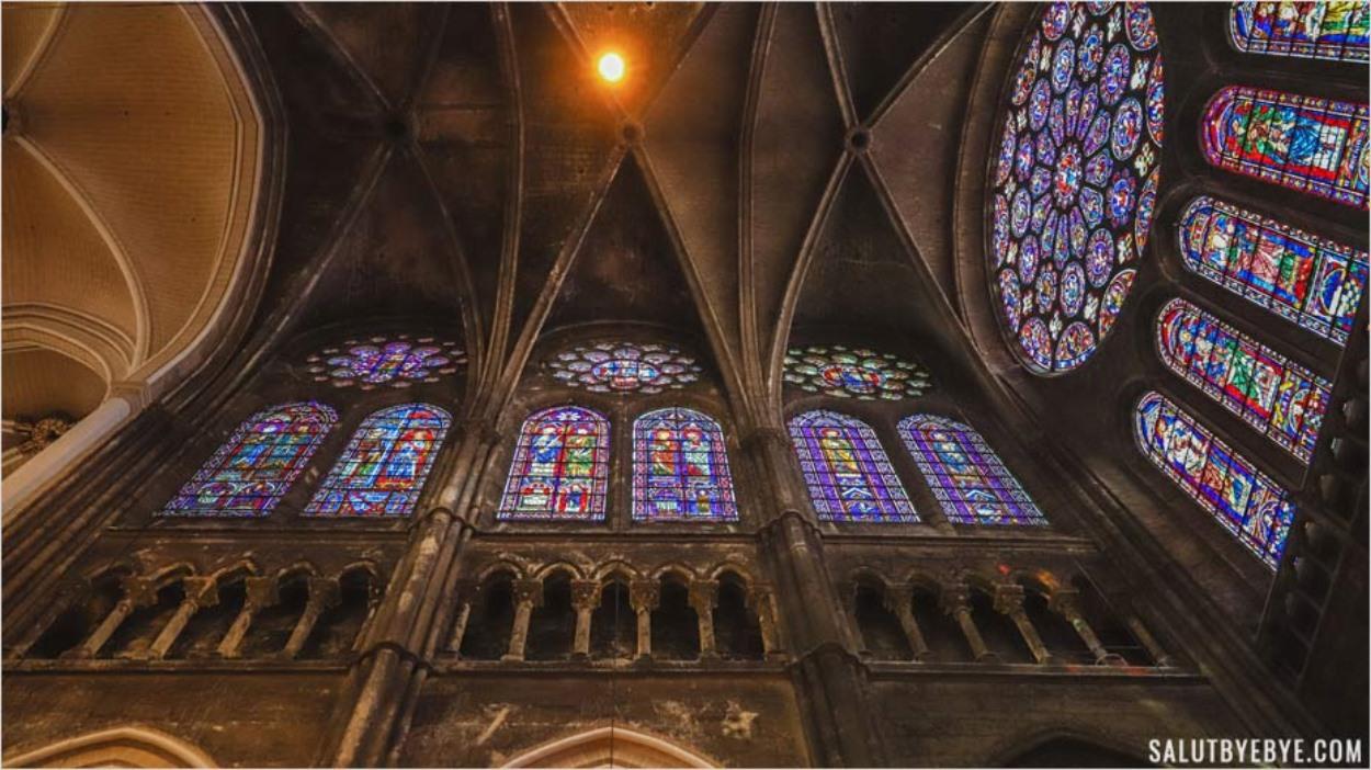 Architecture d'un transept de la cathédrale de Chartres