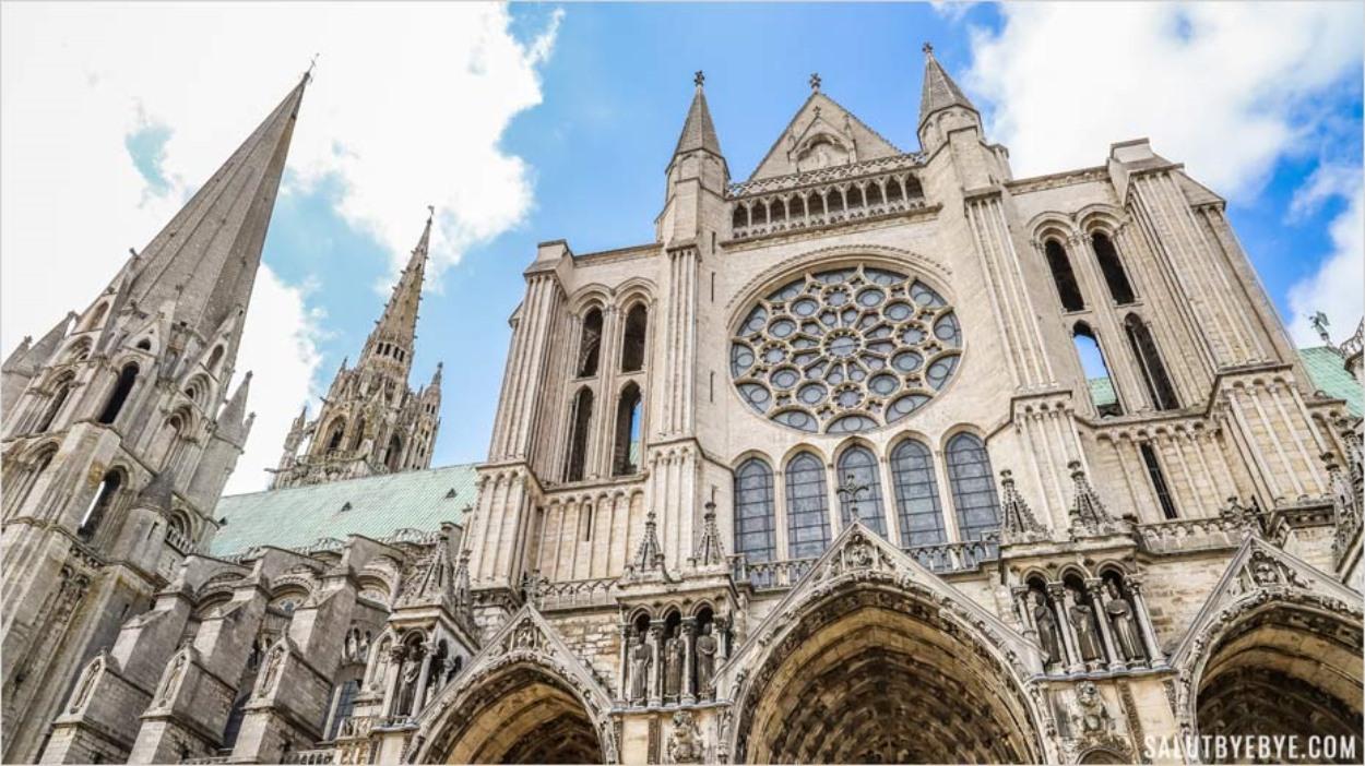 L'une des façades de la cathédrale de Chartres