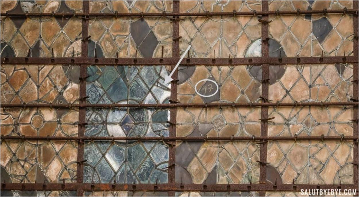 Détail extérieur des vitraux de Chartres
